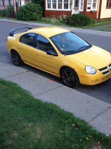 2004 Dodge Neon Berline 900$ echange possible