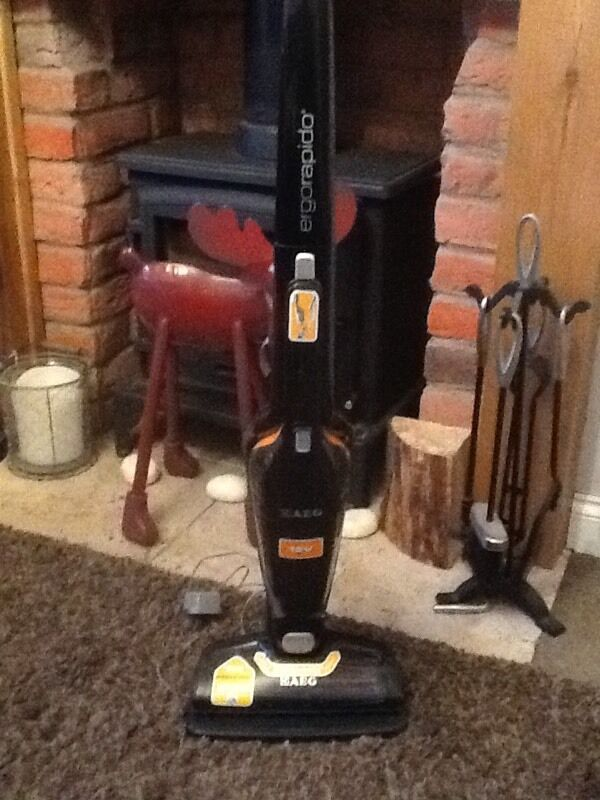 AEG Ergorapido Cordless 12V 2 in 1 Vacuum Cleanerin Chaddesden, DerbyshireGumtree - This cordless vacuum cleaner is in perfect working order and great condition. Will run for 30mins on full charge low speed. Its a 2 in 1 so has a handheld vacuum that can be used for other areas. The floor head lights up so you can see the dust as...