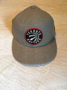 Toronto Raptors cap - Fitted - Size 7 3/8