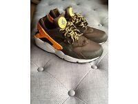 Nike huarachi trainers size 8