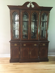 BEAUTIFUL ANTIQUE DISPLAY CABINE/HUTCH for sale