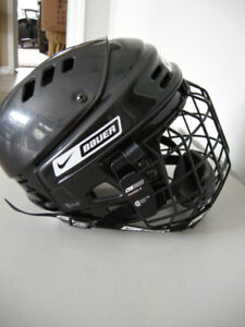 Bauer NBH550S Helmet-black cage-Size SM $25 - Practically New