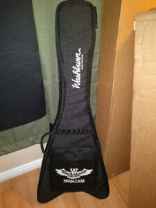 Soft shell gig bag case for flying V style electric guitars