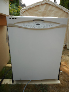 Maytag built in dish washer, older but still works.
