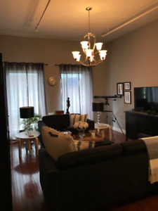 Awesome 2 bedroom on Canterbury available!