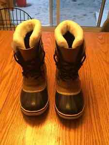Sorel YOOT PAC boots  youth size 3 London Ontario image 2