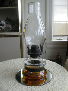 BEAUTIFUL OLD VINTAGE SQUATTY-SHAPED CLEAR-GLASS OIL LAMP