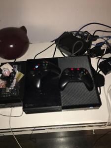 Xbox One avec 2 manettes sans fil et plusieurs jeux
