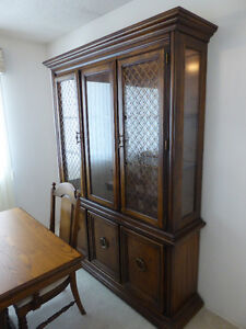 Oak Dinning Room Table, 6 Chairs, Hutch & China Cabinet
