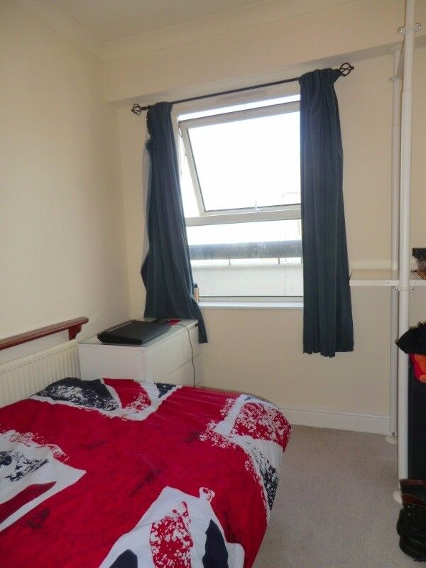 Amazing single room available now in Limehouse for £150pw all bills included and free WiFi