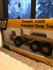 Caterpillar D350D 1:50 Scale Collectible Model