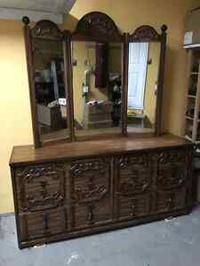 Traditional Dressing Table With Three-Fold Mirror