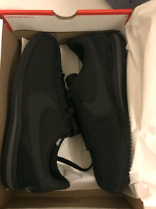 Nike Cortez hard to find all black - new