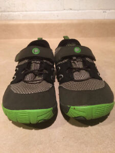 Youth Merrell Vibram Trail Shoes Size 6 London Ontario image 2
