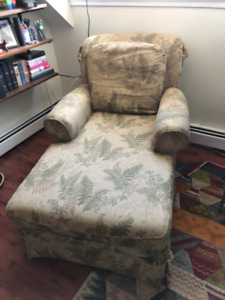 FREE CHAIR / CHAISE LOUNGE - PICK UP ONLY