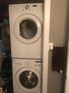 LG WASHER DRYER SET WITH STACKING KIT - EXCELLENT CONDITION
