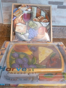 NEW  CHEESE SERVICE SET & 4 PORCELAIN PLATES