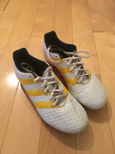 Women's Adidas Soccer Cleats - Size 8