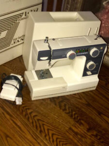 Janome L-352 SEWING MACHINE