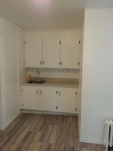 **Free Wi-Fi & Laundry Room, 2 bed/1bath**