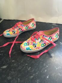 Girls Skechers BOBS Boardwalk Sungarden White/Multi Casual Shoes uk 3 eur 36. New