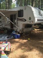 2005 fleet wood 5th wheel camper 28.5ft