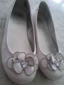 White shoes, size 4