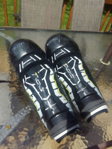 Used CCM Tacks 2052 Shin Pads 14' - Good Condition