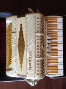 Titano Women's Style Accordion