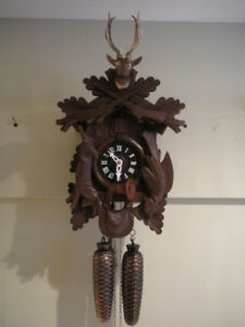 "Black Forest Cuckoo clock ""8 day Hunter style"" Like new."
