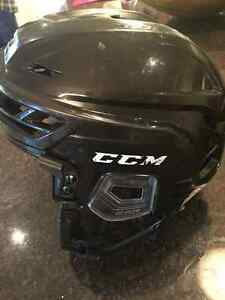 Casque de hockey ccm res100 XS West Island Greater Montréal image 2