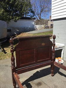 4 POSTED ANTIQUE BED