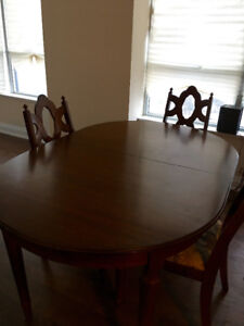 Solid Wood dining room table with 2 extension leaves + 4 chairs