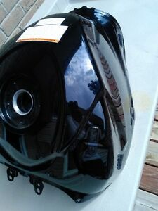 SUZUKI GSXR1000 BLACK GAS/FUEL TANK CLEAN INSIDE Windsor Region Ontario image 2