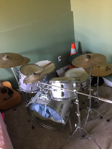 5 Piece Pearl Drum Set - $500 OBO