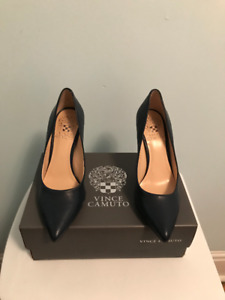 Vince Camuto – Navy Blue Leather Pumps