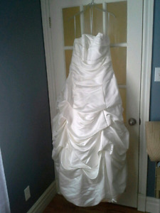 This Beautiful Wedding Dress Can Save Lives!! Benefits SPCA!!