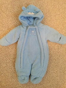 Brand new snowsuit, 3 month