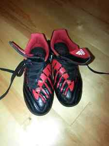 Soccer shoes  adidas size 13 child 4 to 7 London Ontario image 3