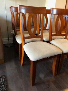 8 Chaises de salle à manger