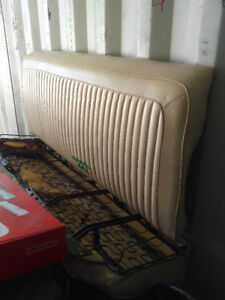 A body bench seats front and back