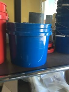 5gal and 3.5gal pails white / blue / red and Cardboard Oakville / Halton Region Toronto (GTA) image 4