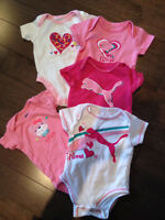 Baby girl clothing (NB, 0-3 months) Smoke free/pet free home