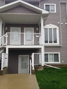 Beautiful 3 Bedroom Condo in Somerset Lane!! Recently Reduced!!