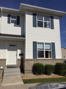 Starter town house in lakewood.NEW FLOOR|PRICE LOWERED| END UNIT
