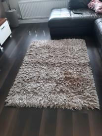 Large rug , 4 large cushions matching