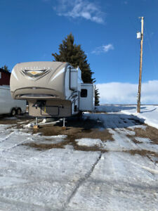 2014 Fifth wheel with bunkhouse