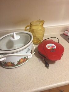 Assorted kitchen items. Perfect for anyone starting out
