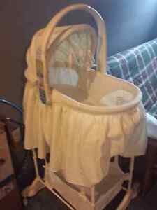 The First Years Sweet Dreams 5-in-1 bassinet Peterborough Peterborough Area image 1