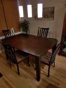 Brand new perfectly good dining room table and chairs